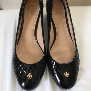 Tory Burch Quilted Patent Leather Pumps Size 9